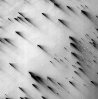 NASA photography: Mars, Polar region of the South, fans and polygons. © Nasa / JPL / The University of Arizona / Éditions Xavier Barral