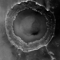 NASA photography: Mars, Meridiani Planum, a large and young crater. © Nasa / JPL / The University of Arizona / Éditions Xavier Barral